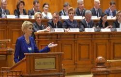 """حزب روماني: إلغاء زيارة الملك أمراً """"بالغ الخطورة"""""""
