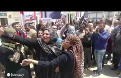 الاستفتاء|وصلة رقص لسيدات أمام اللجنة الرئيسية للوافدين بمحطة مصر