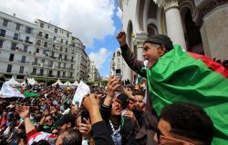 حشود ضخمة في العاصمة الجزائرية والأمن يعتقل العشرات (فيديو)