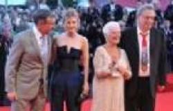 بالصور| جودي دينش وأبطال فيلم Philomena يتألقون على السجادة الحمراء في مهرجان فينيسيا الدولي
