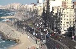 """""""ضد الفساد"""" تواصل إزالة العبارات المسيئة من كورنيش الإسكندرية"""