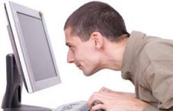 70% من البالغين يتعرضون لإجهاد العين بسبب شاشات الكمبيوتر والمحمول