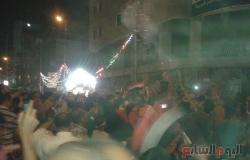 بالصور.. مواطنون يحتفلون بفوز السيسى فى شارع فيصل