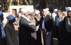محافظ أسوان يحيل المتسببين فى تأخير مشروع المصرف القاطع بقرية فارس للنيابة