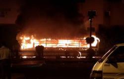 بالفيديو والصور.. اشتعال النيران فى أتوبيس نقل عام أمام محطة سيدى جابر بالإسكندرية