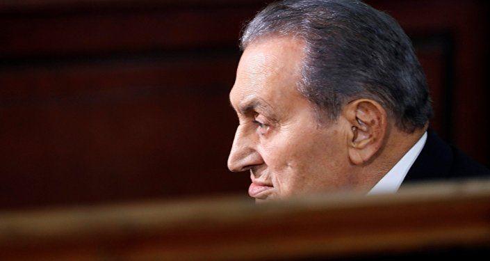 مبارك أثناء شهادته في قضية السجون
