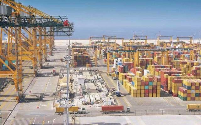 مناطق إيداع حاويات البضائع بميناء الملك عبدالله بالسعودية