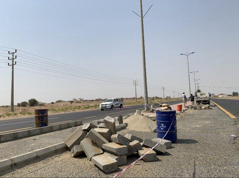 بلدية حلي تغلق تقاطعات مع الطريق الساحلي الدولي