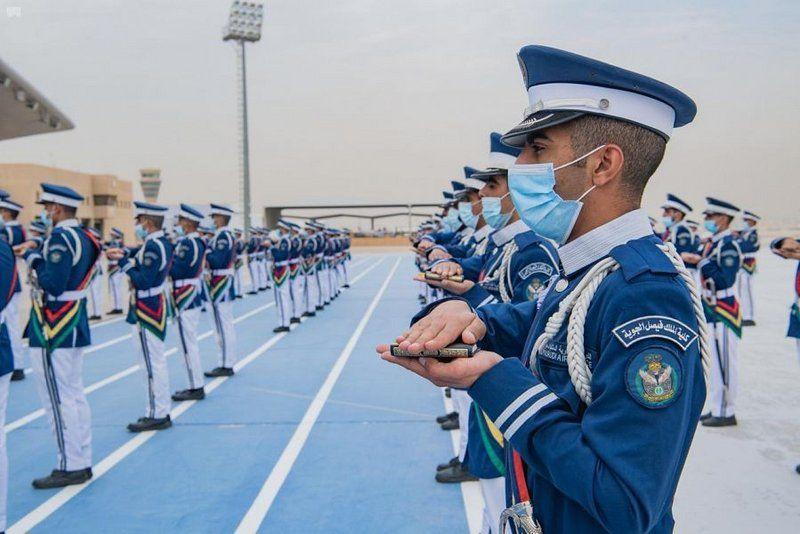 الرويلي يرعى حفل تخريج الدفعة 98 من طلبة كلية الملك فيصل الجوية