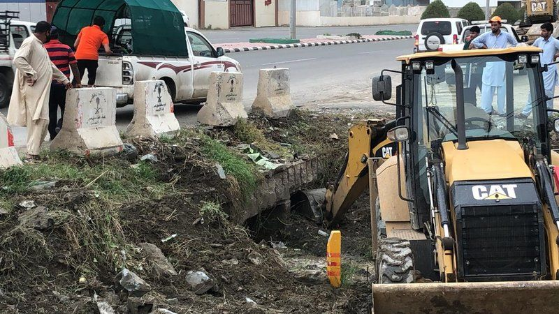 بلدية محايل تستعيد عددًا من العبارات المغلقة وتؤكد: لن ينجو مخالف