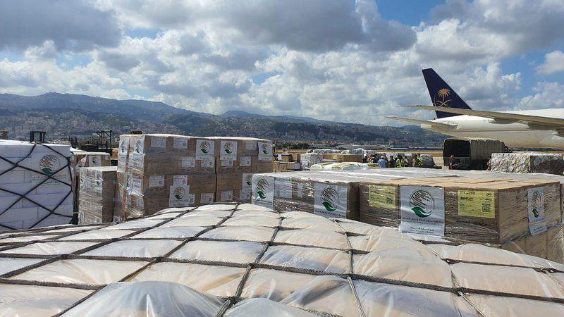الطائرة الرابعة وصلت بيروت.. إجمالي مساعدات السعودية 290 طناً عبر 4 طائرات