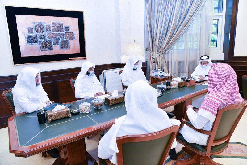رئيس جامعة أم القرى يطلع على سير العملية التعليمية ويناقش التوجهات المستقبلية