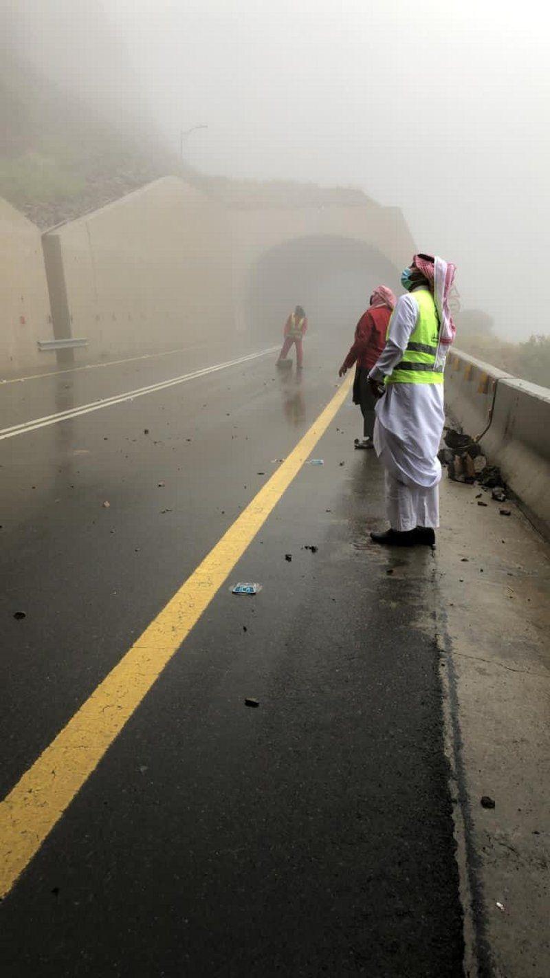أمير الباحة يوجه باتخاذ إجراءات السلامة.. و