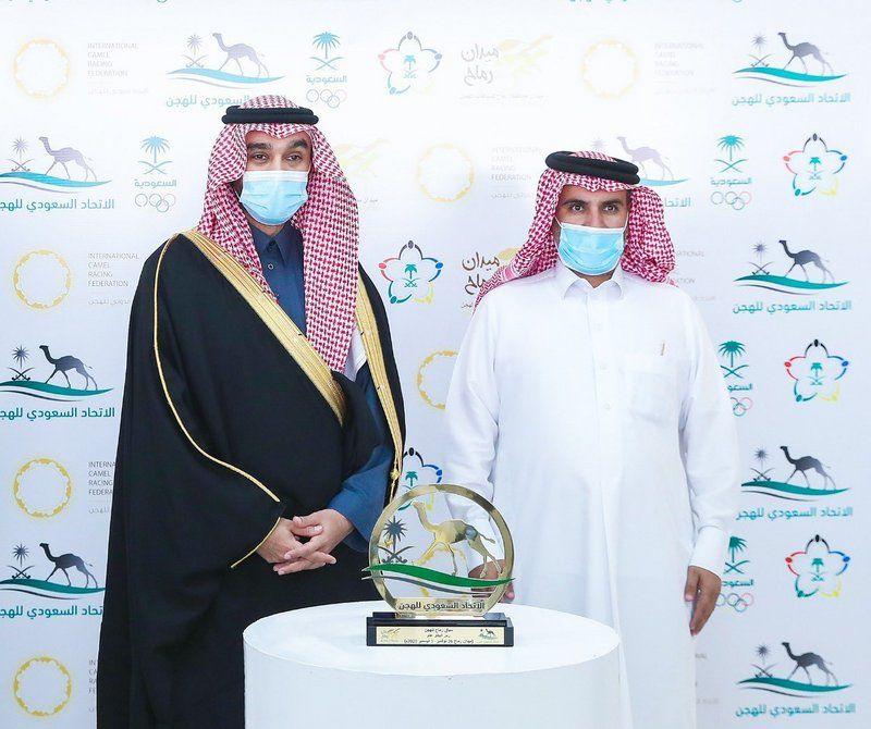بحضور فهد بن جلوي.. وزير الرياضة يتوِّج الفائزين في ختام منافسات سباق رماح للهجن