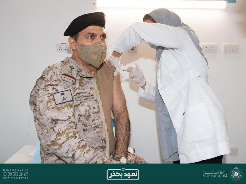 شاهد.. 4 من قيادات القوات المسلحة يتلقون الجرعة الثانية من اللقاح