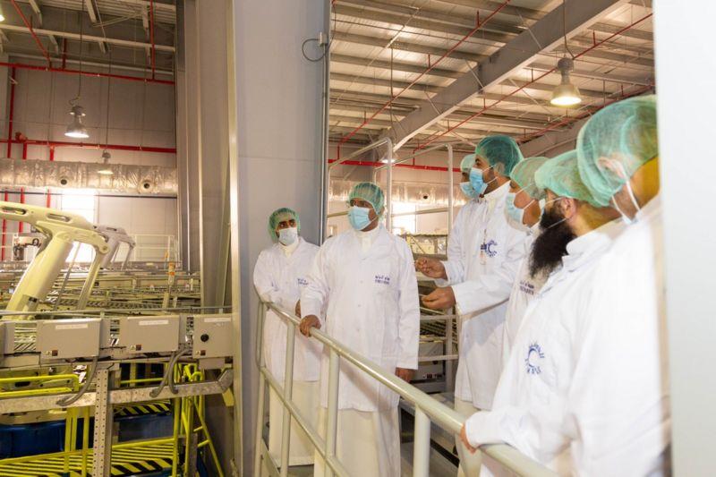 شاهد.. وزير الصناعة يزور مصنع أدوية بالقصيم لدعم الإنتاج المحلي