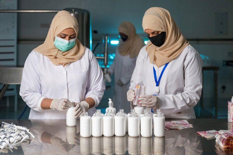 بأيدي نساء سعوديات.. أرامكو تدشن مصنع الورد الطائفي