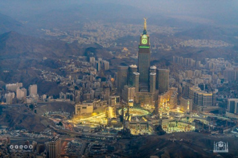 رئاسة الحرمين ترصد لقطات جوية للمسجد الحرام وما يشهده من عمليات بناء وتشييد