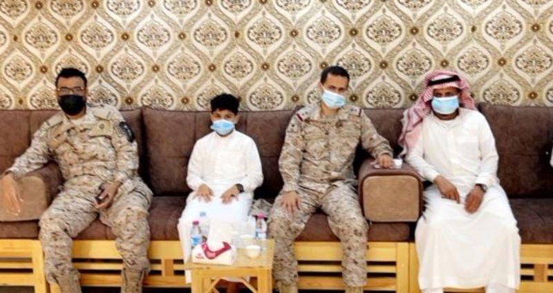 القوات البحرية بجازان تنقل معايدة القيادة لذوي