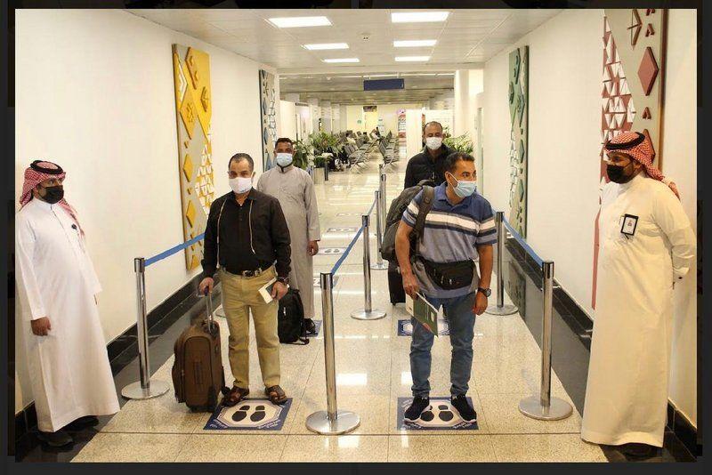 جوازات مطار أبها.. دعم بطاقم بشري وتقني لإنهاء إجراءات السفر بكل يسر وسهولة