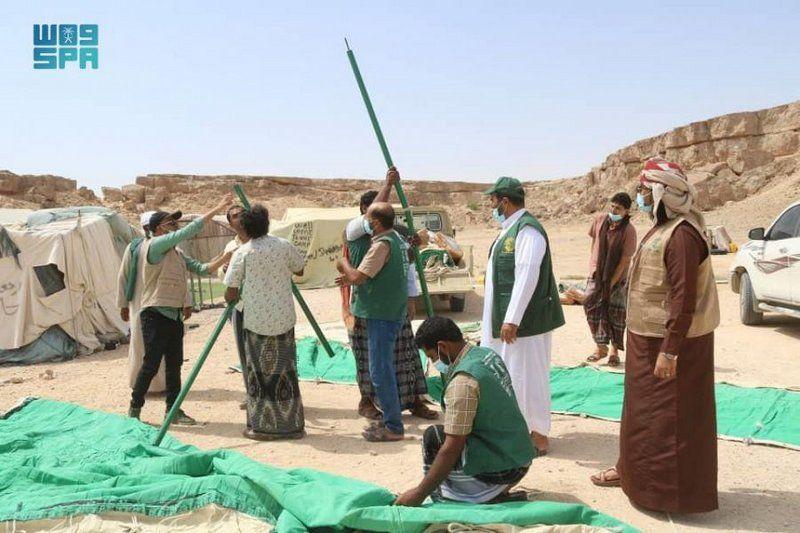مركز الملك سلمان للإغاثة يوزع مساعدات عاجلة للمتضررين من كارثة السيول في