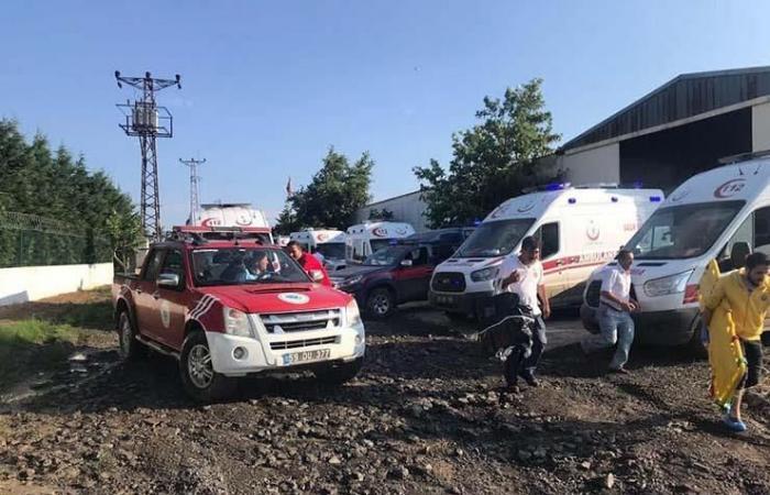 مقتل 10 أشخاص بعد خروج قطار عن مساره في تركيا