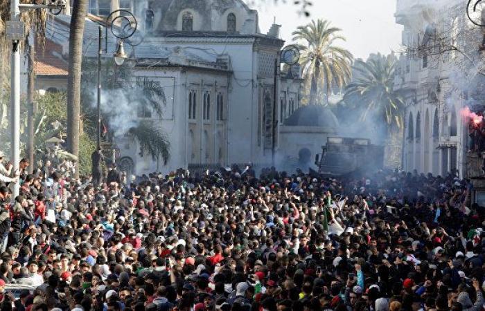 """تجدد الاحتجاجات في الجزائر ضد """"العهدة الخامسة"""" لبوتفليقة"""