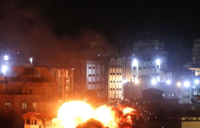 طائرات الإحتلال تدمر المقر الرئيسي لجهاز الأمن الداخلي التابع لحماس بغزة