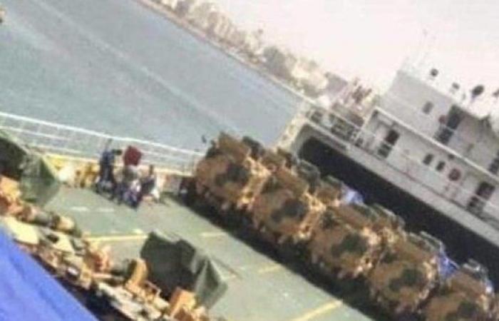 أنقرة تصب الزيت على النار.. سفينة تركية محملة بـ أسلحة وآليات عسكرية تصل طرابلس
