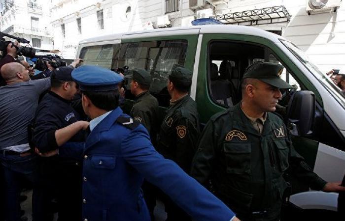 الجيش يصر والشارع يرفض... انتخابات الرئاسة تشعل الجزائر