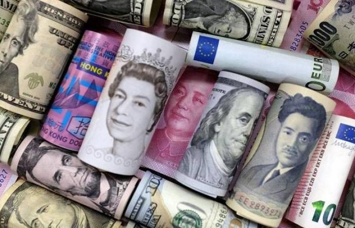 مكاسب قوية للين الياباني مع تكالب المستثمرين على الملاذات الآمنة