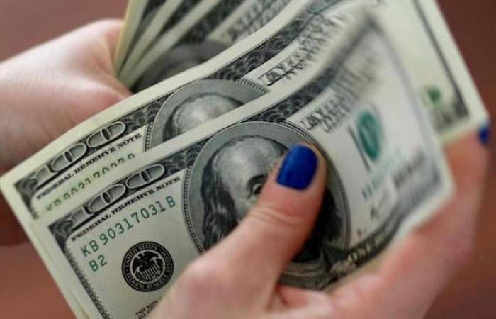 ارتفاع الدولار الأمريكي عالمياً لأعلى مستوى في شهر
