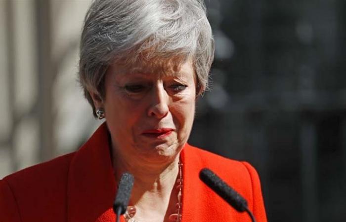 كاتب بريطاني: لا تبكوا على ماي.. ضحاياها يستحقون دموعكم