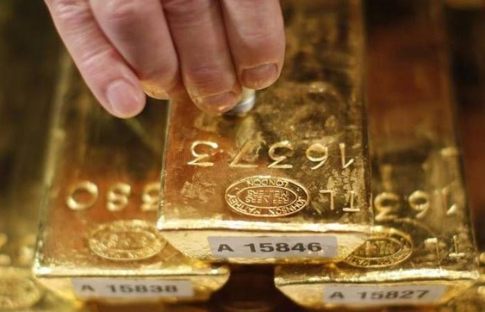 الذهب يرتفع لأعلى مستوى بأسبوع عالمياً مع ضعف البيانات الاقتصادية