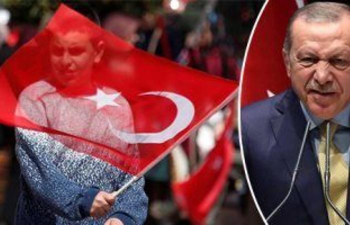 أردوغان يبيع تاريخ تركيا للتغطية على فشله .. أنقرة تضطر لبيع قصور أثرية وفيلات تاريخية للأجانب لمواجهة الأزمة الاقتصادية.. وأتراك ينظمون وقفة احتجاجية فى أمريكا لسحب ترخيص قناة موالية للرئيس التركى