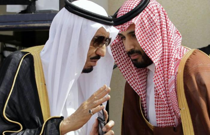 """""""سيلفي"""" الملك سلمان وولي عهده يشعل مواقع التواصل"""