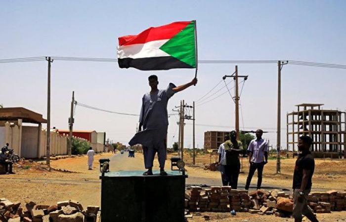 المهدي يطالب بتجميع مبادرات حل الأزمة السودانية