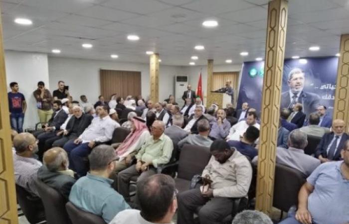 """صور: توافد شعبي إلى """"العمل الإسلامي"""" للتعزية بالراحل محمد مرسي"""