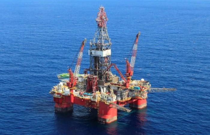 محدث.. النفط يتراجع 2.6% ليسجل أدنى تسوية بـ4 أسابيع