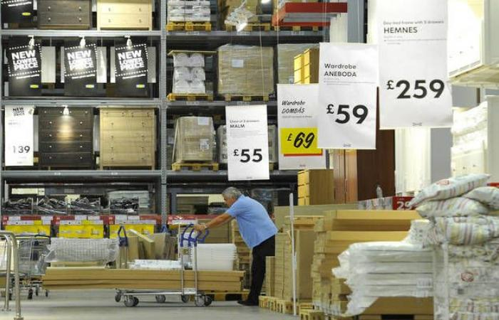مبيعات التجزئة البريطانية ترتفع بعكس التوقعات في يونيو