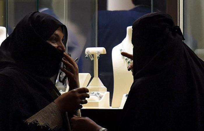 """وزير سعودي يتوعد """"خطيب جدة"""" بعد تصريحاته عن المرأة"""