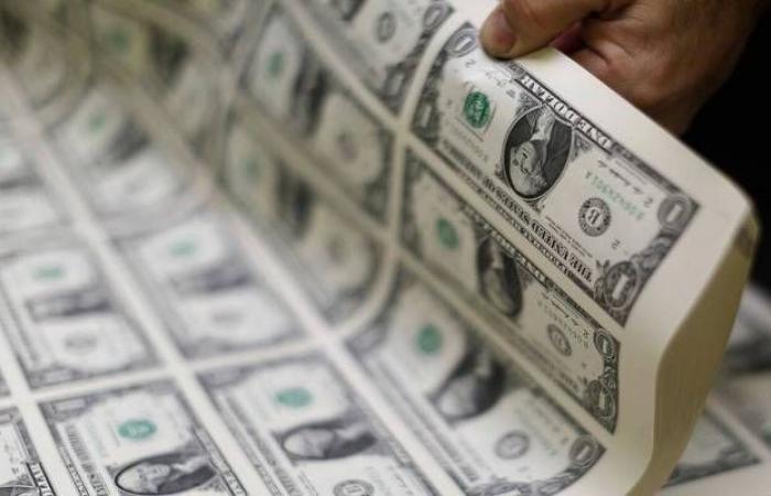تراجع الدولار الأمريكي عالمياً مع مخاوف تباطؤ النمو الاقتصادي