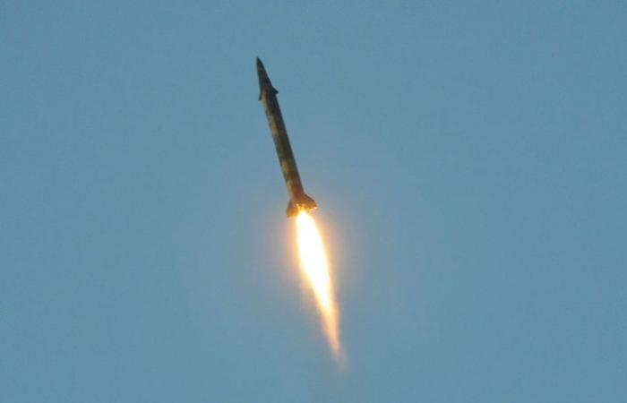 """""""أنصار الله"""" تطلق صاروخا باليستيا على عرض عسكري في محافظة مأرب"""