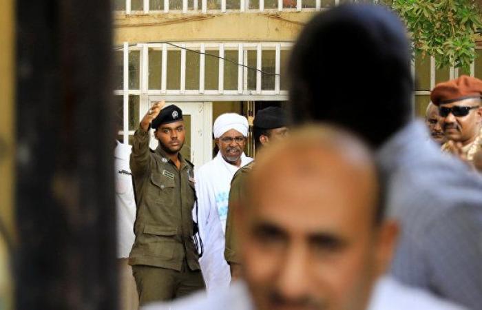 انتهاء جلسة محاكمة عمر البشير واستئنافها السبت المقبل