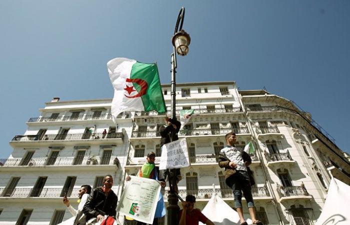 """قيادي بـ """"جبهة التحرير"""" الجزائرية: لا أحد يملك حل الحزب إلا في هذه الحالة"""