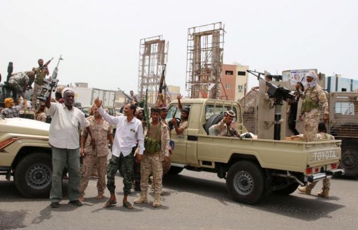 """تعزيزات عسكرية لـ""""الانتقالي"""" تصل شبوة بعد سيطرة قوات الحكومة على عتق"""
