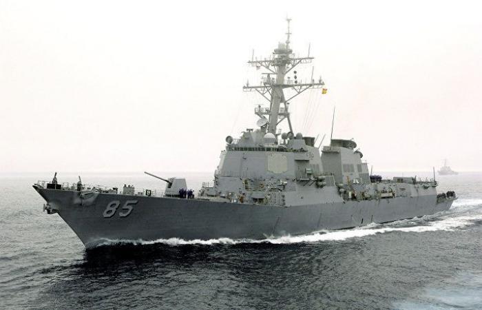 سفينة أمريكية عسكرية ترسو في مرفأ بيروت