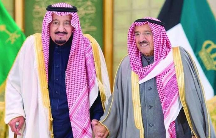 أمير الكويت للملك سلمان: نقف مع السعودية فيما يمس أمنها