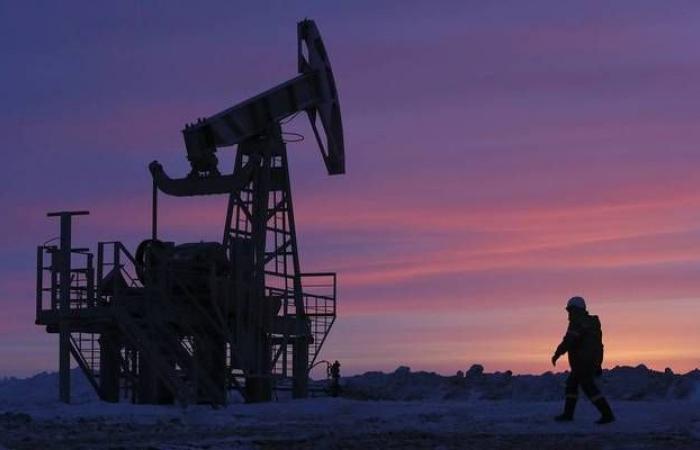 محدث.. أسعار النفط تتحول للهبوط عند التسوية بعد بيانات المخزونات