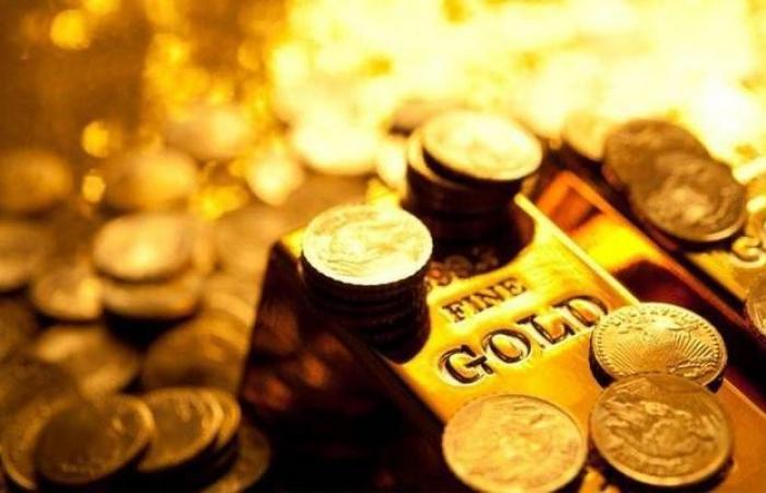 محدث..الذهب يربح 10 دولارات عند التسوية مع خسائر العملة الأمريكية